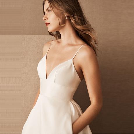 法式缎面婚纱2020新款新娘户外草坪婚礼修身简约V领吊带赫本婚纱